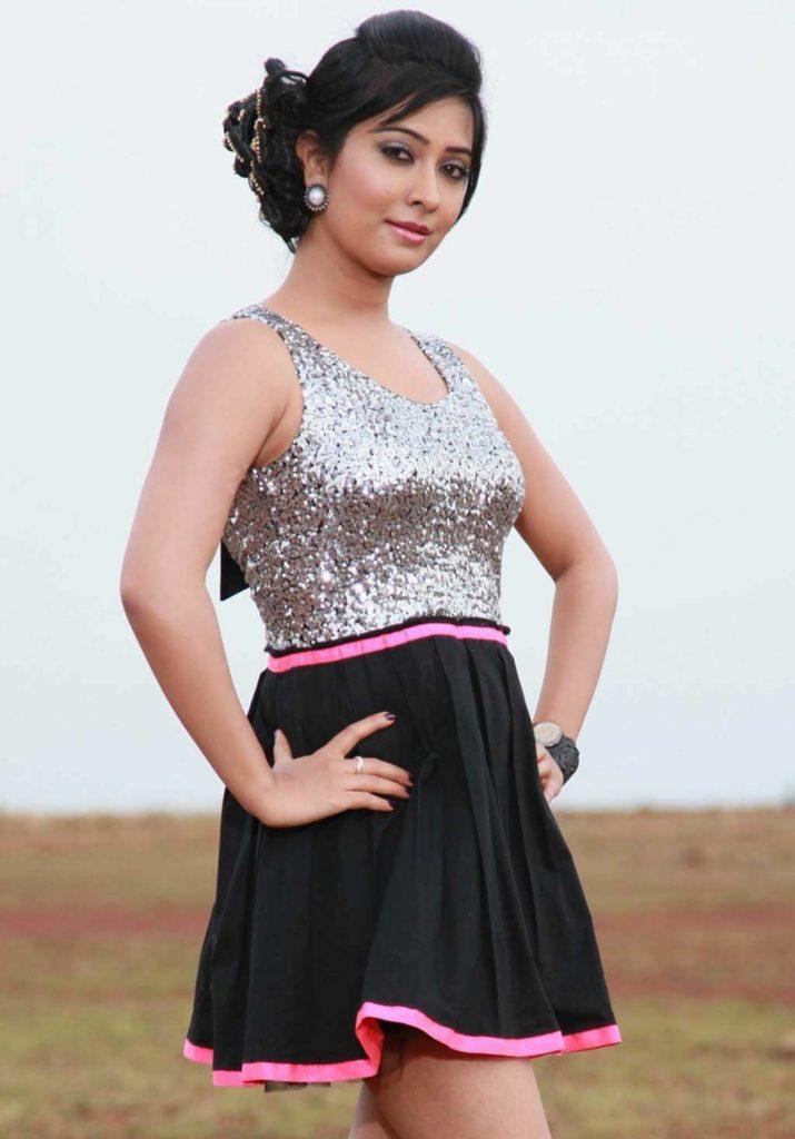 Radhika Pandit Hot Boobs Showing Wallpapers