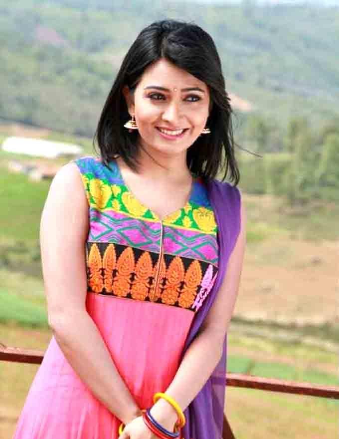 Radhika Pandit Hot & Sexy Images