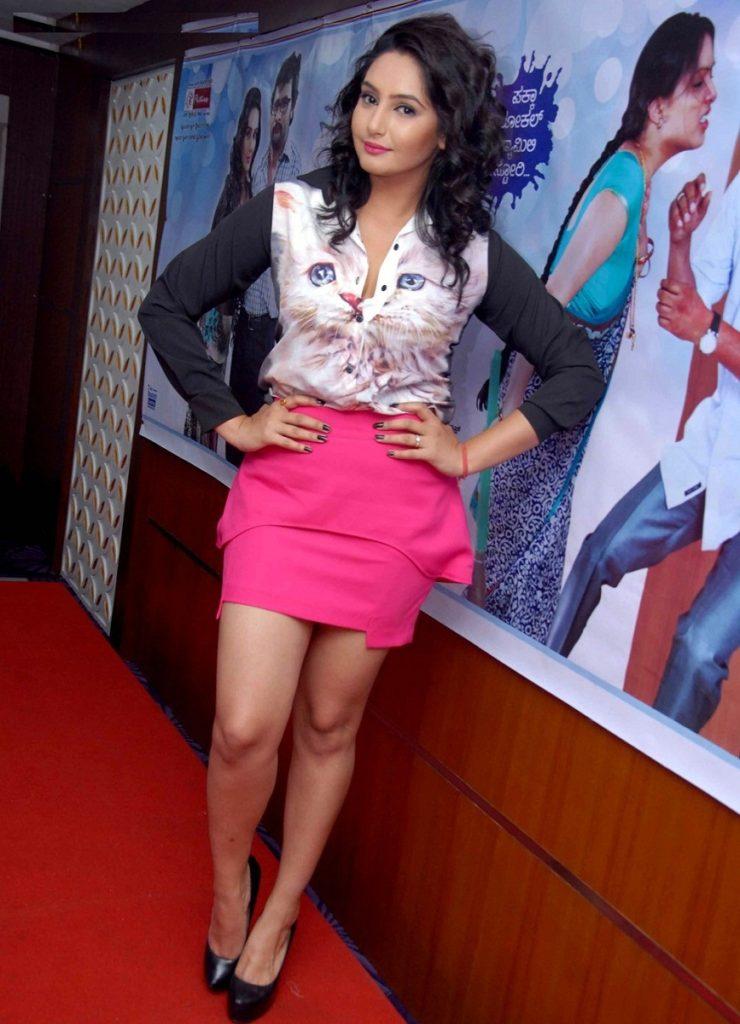 Ragini Dwivedi Bold Photoshoots At Award Show