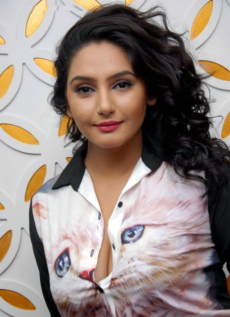 Ragini Dwivedi Hot Boobs Showing Pictures
