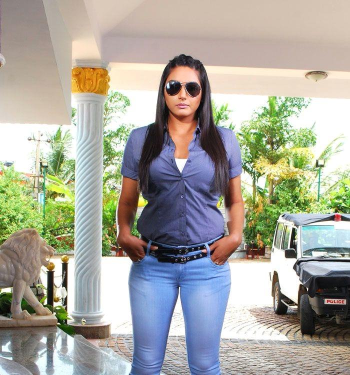 Ragini Dwivedi Sexy & Hot Wallpapers