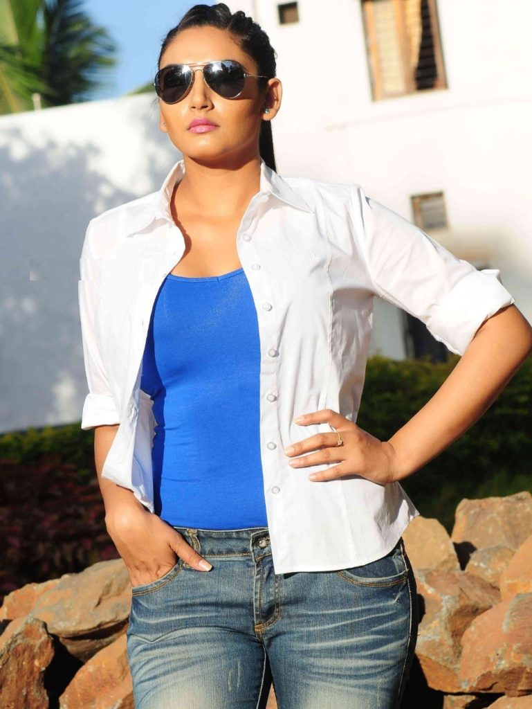 Ragini Dwivedi Unseen Images In Jeans Top