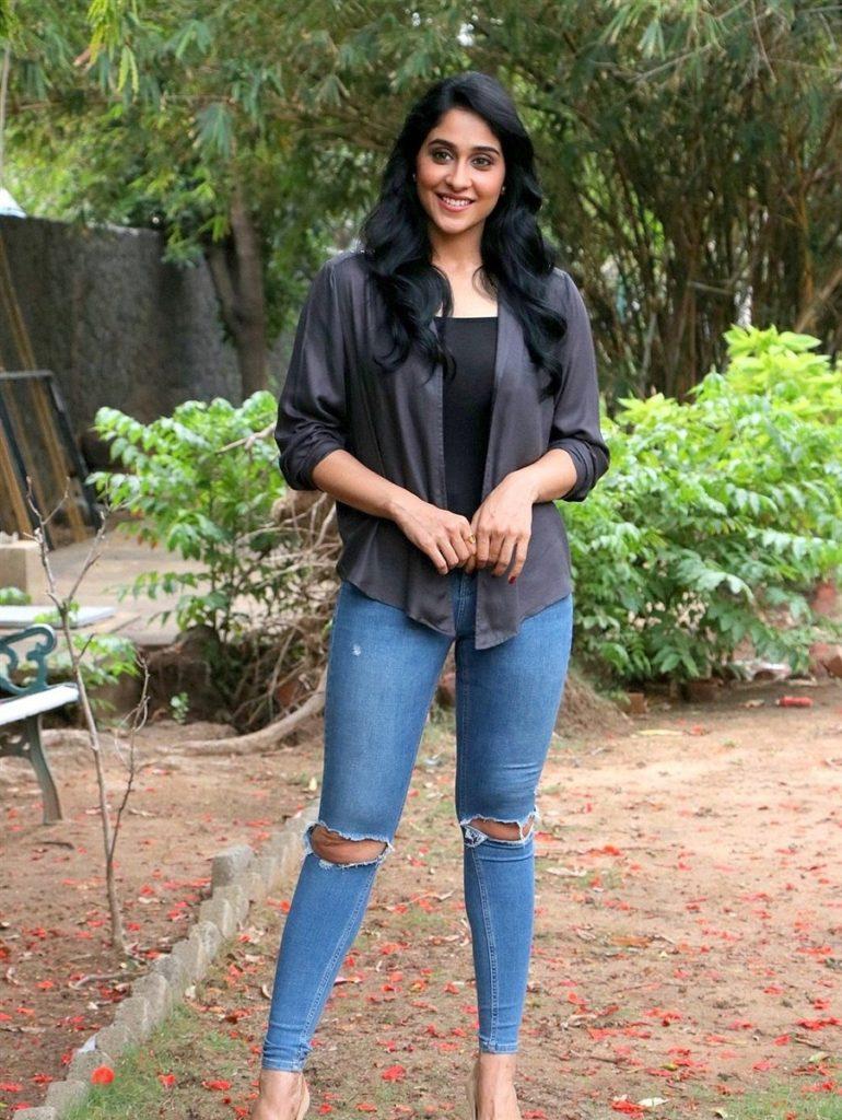 Regina Cassandra Hot Pics In Jeans Top