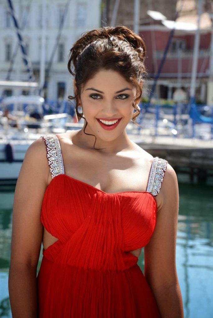 Richa Gangopadhyay Pictures For Desktop
