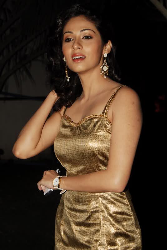 Sadha New Look Images