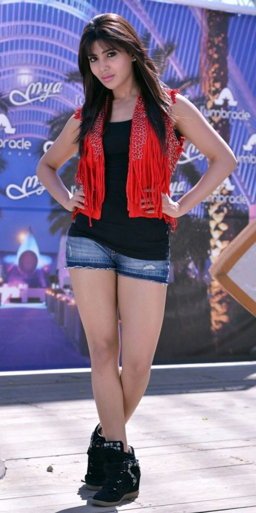 Samantha Sexy Legs Images In Shorts