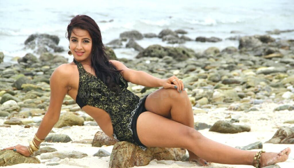 Sanjjanaa Archana Galrani Sexy Legs Wallpapers In Bra Panty