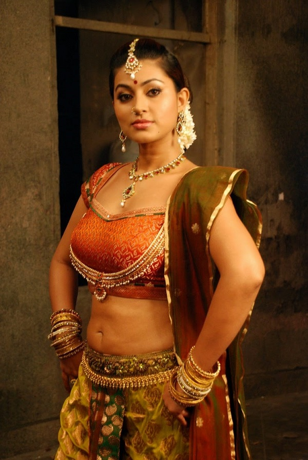 Sneha Hot Navel Showing Images