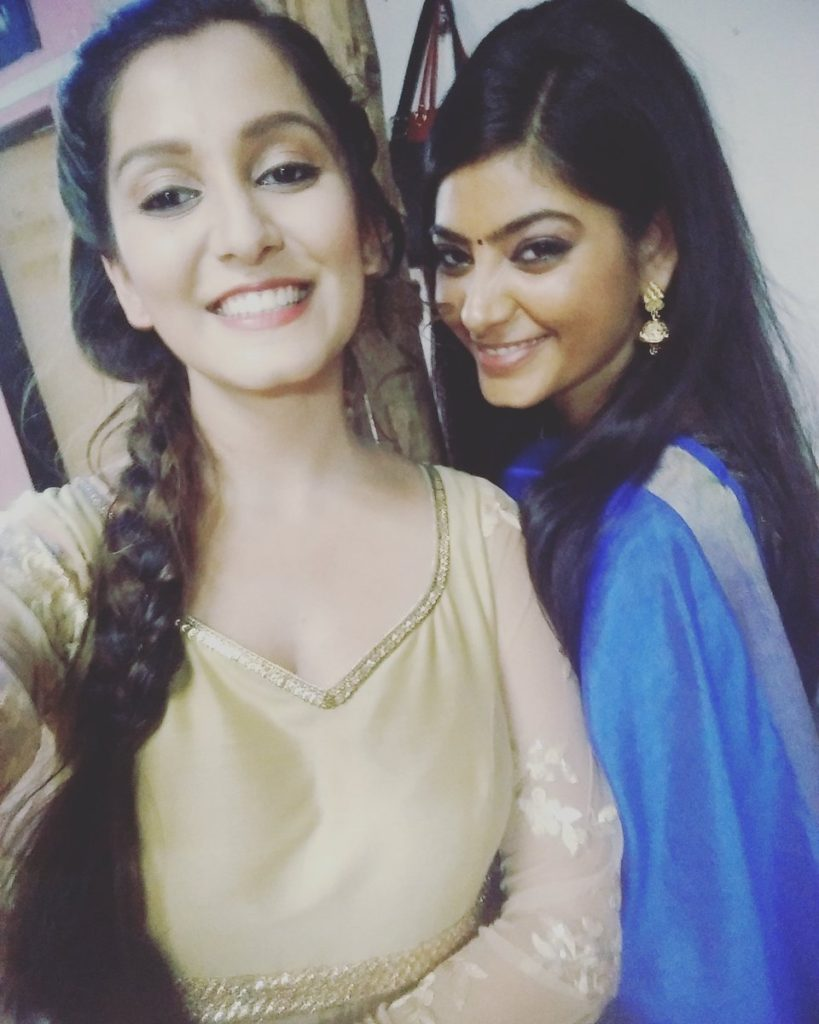 TV Actress Srishti Jain Images With His Friend