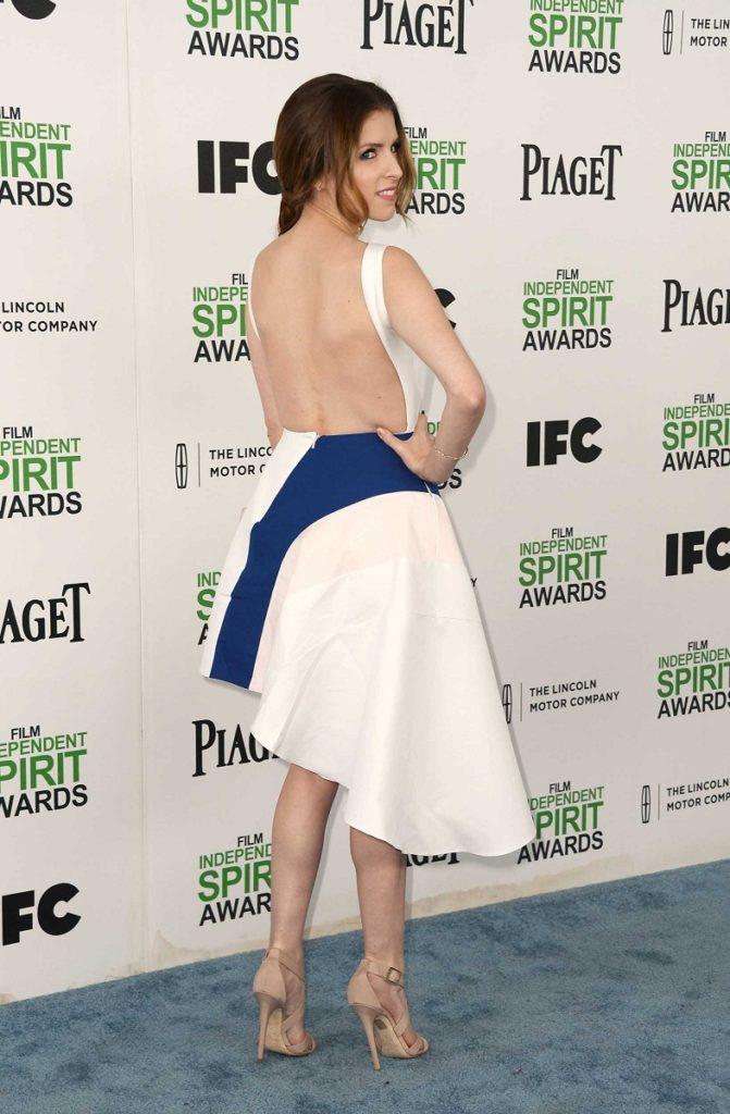 Anna Kendrick Hot Backside Backless Images