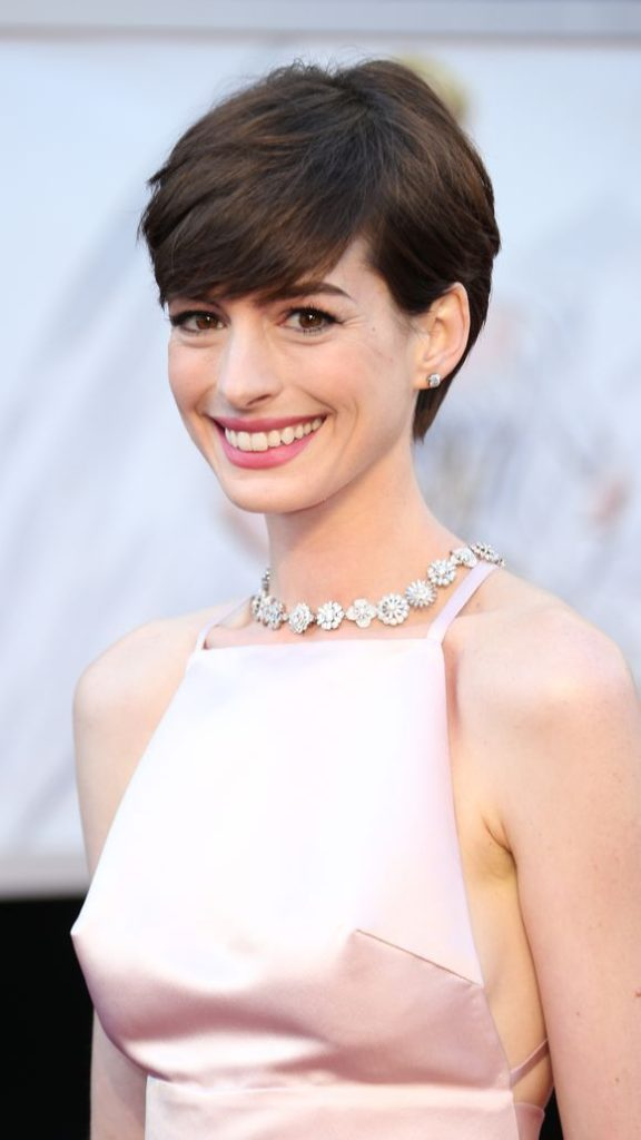Anne Hathaway Latest Hair Style Photos