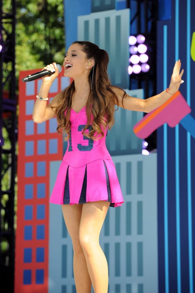Ariana Grande Sexy & Hot Legs Images Download