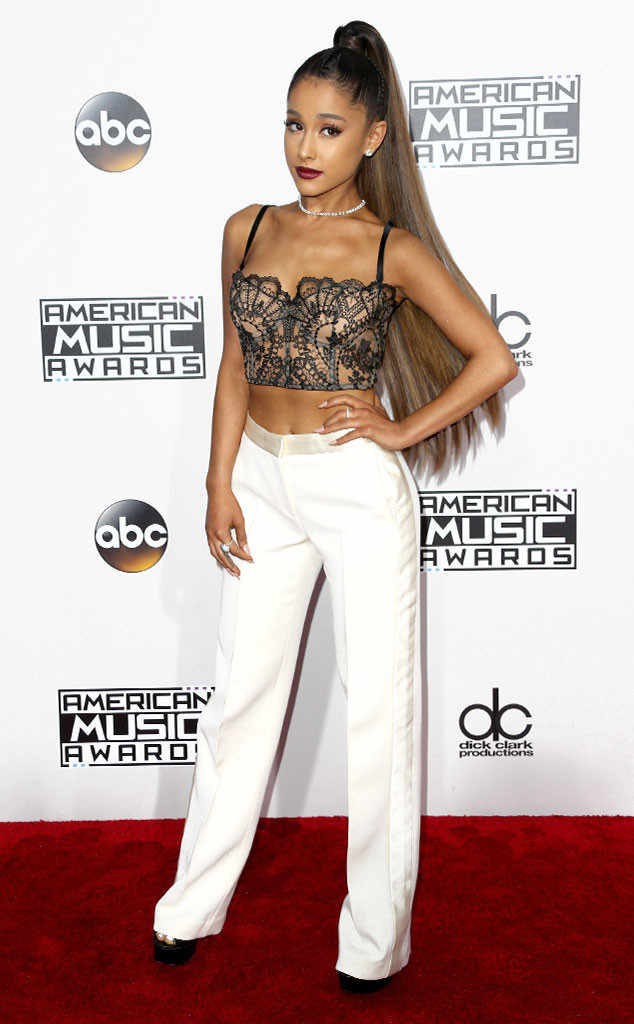 Ariana Grande Wallpapers In Award Show