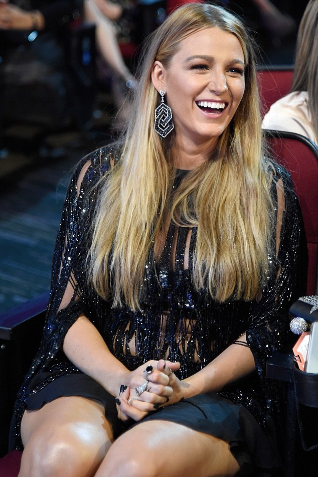 Blake Lively Sweet Smile Wallpapers