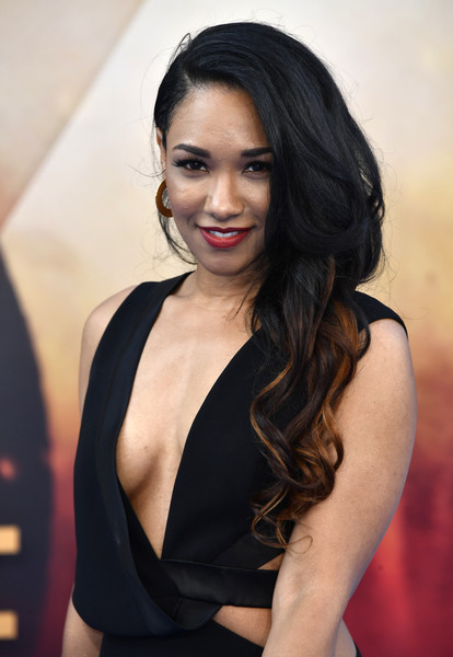 Candice Patton Hot Boobs Pics Without Bra