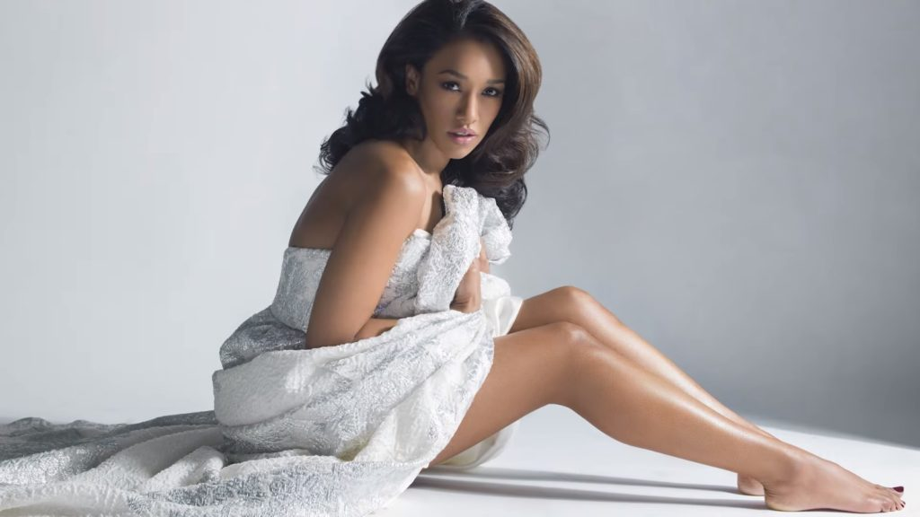Candice Patton Hot Pics In Undergarments