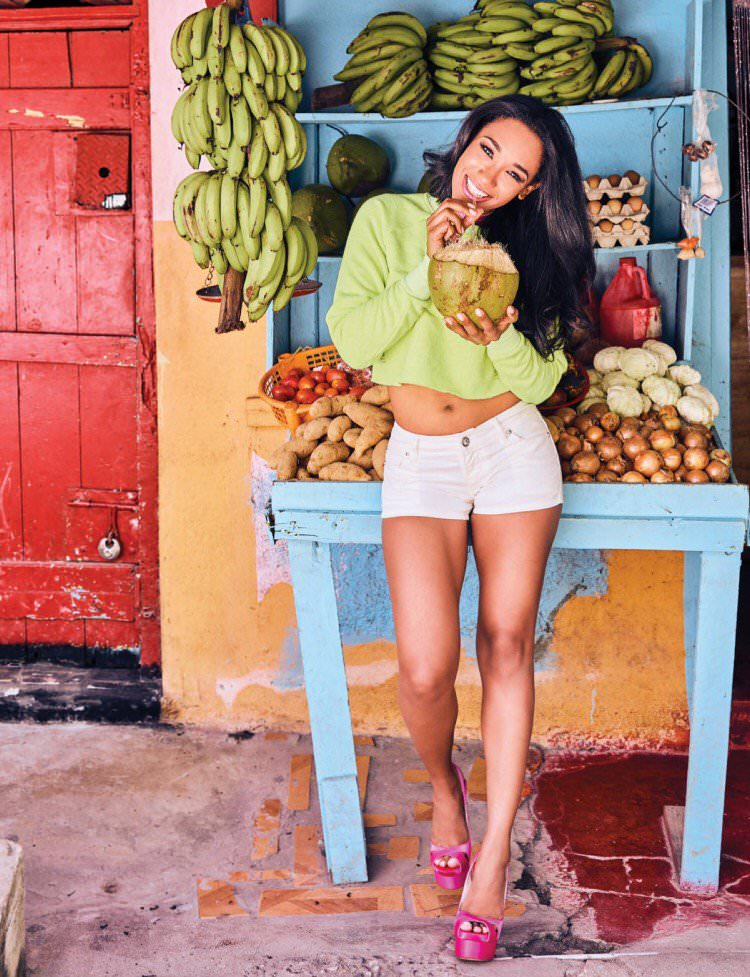 Candice Patton Sexy Legs And Spicy Navel Wallpapers