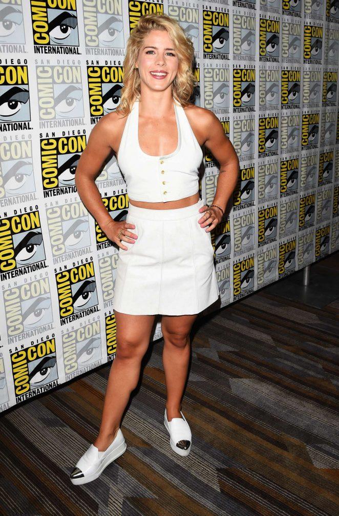 Emily Bett Rickards Hot Legs Wallpapers In Short Cloths