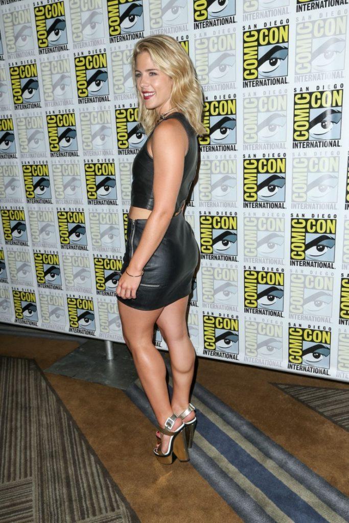 Emily Bett Rickards Sexy Legs Photos In Short Dress