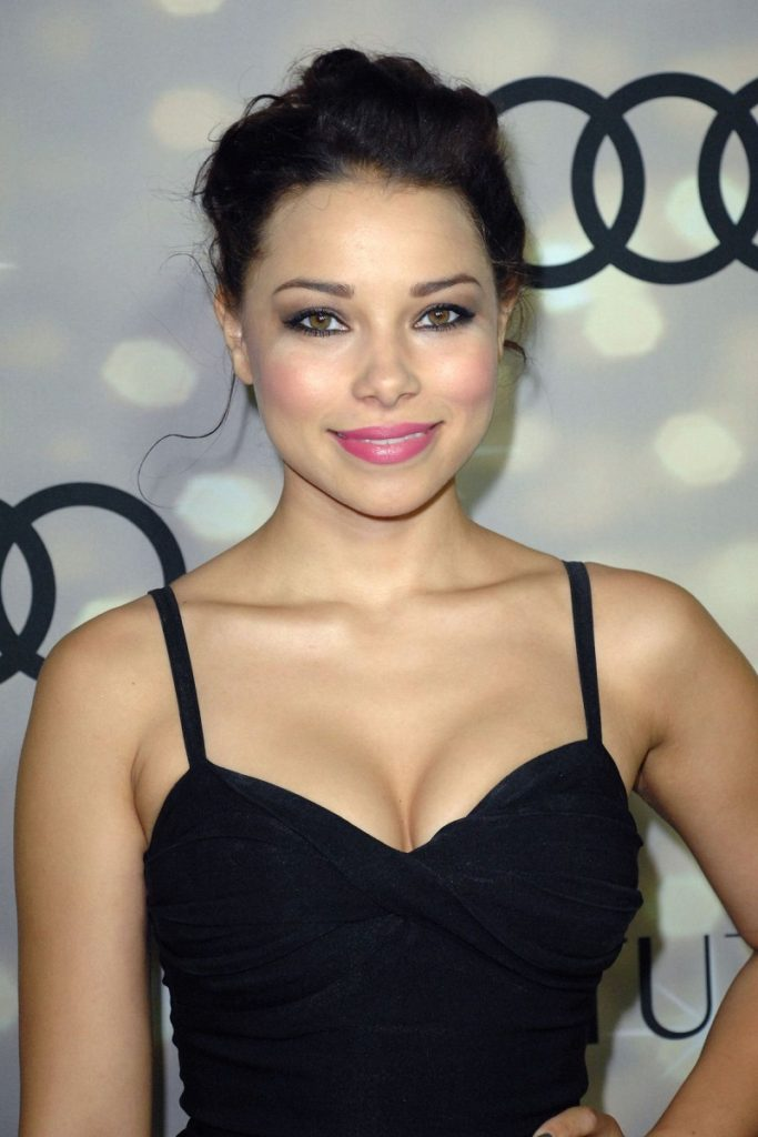 Jessica Parker Kennedy Scenic Wallpapers
