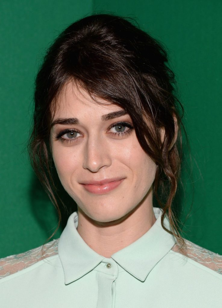 Lizzy Caplan Hot & Sexy Images