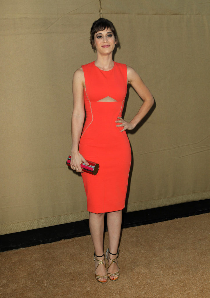 Lizzy Caplan Latest Hair Style Images