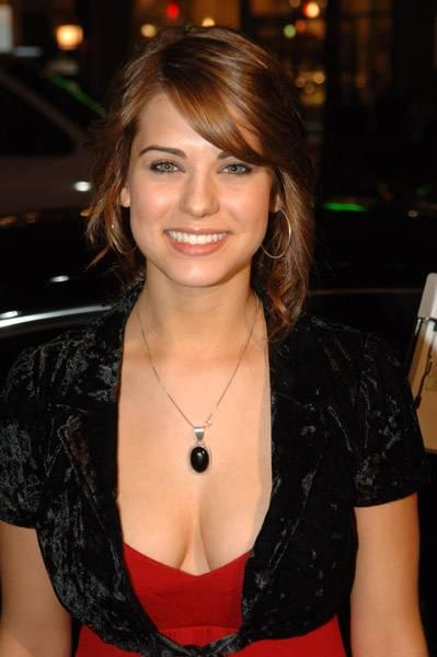 Lyndsy Fonseca Hot & Sexy Images
