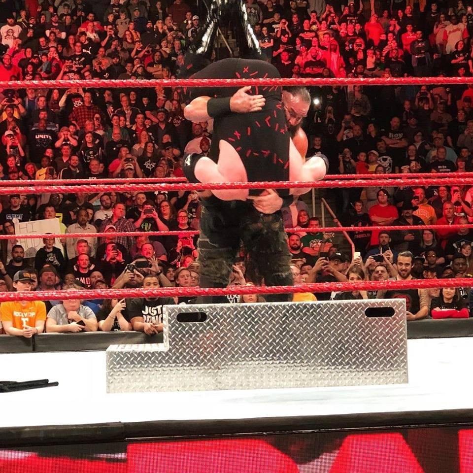 Braun Strowman Big Fighting Images Downloads