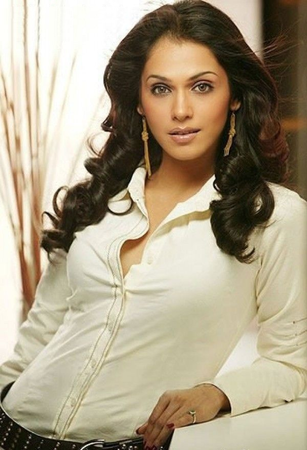 Isha Koppikar HD Photoshoot
