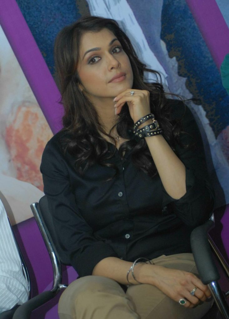 Isha Koppikar Hot In Jeans Top Photos