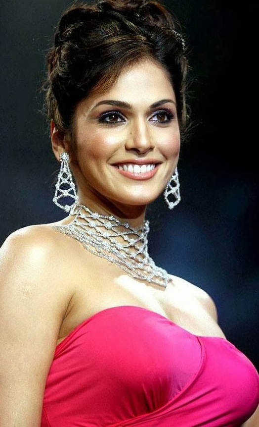 Isha Koppikar Hot