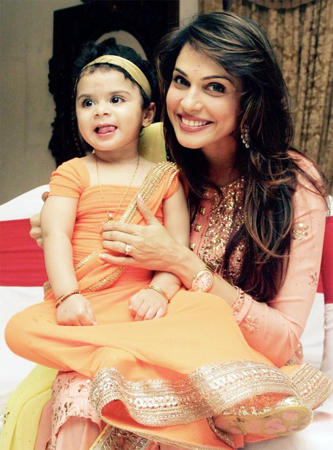 Isha Koppikar With Cute Child Pics
