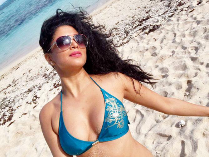 Kavita Kaushik Bold Images In Bra Panty