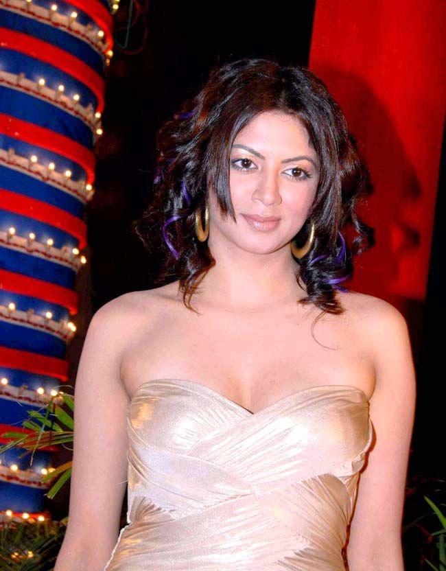 Kavita Kaushik Hot Boobs Showing Wallpapers