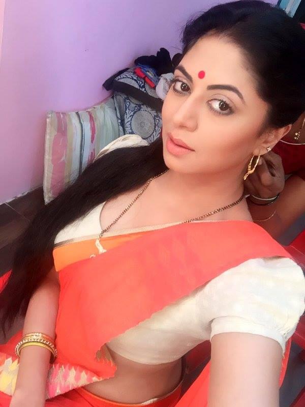 Kavita Kaushik Images In Saree