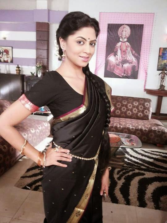 Kavita Kaushik Sizzling Wallpapers