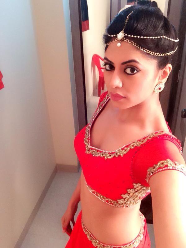 Kavita Kaushik Spicy Navel Images