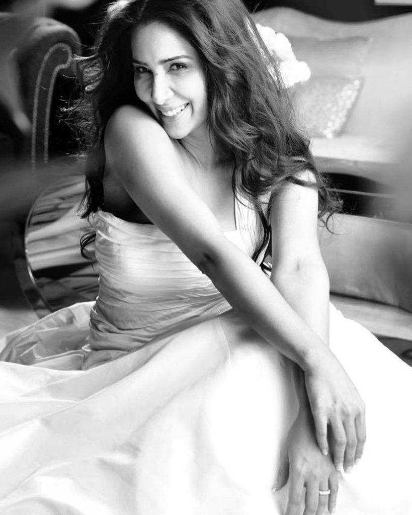 Kim Sharma Black & White Images