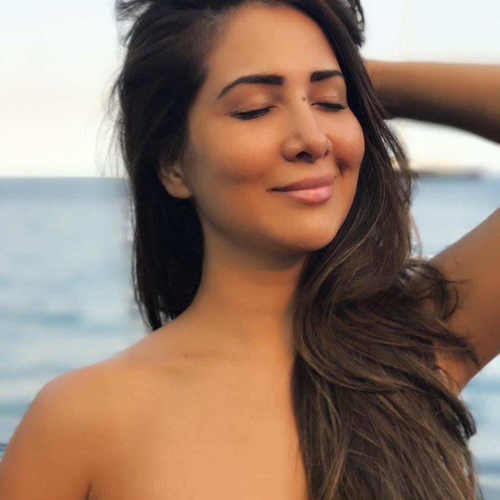 Kim Sharma Hot Topless Images