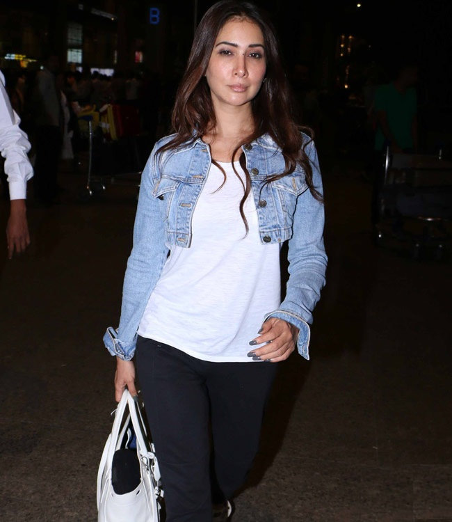 Kim Sharma Images In Jeans Top