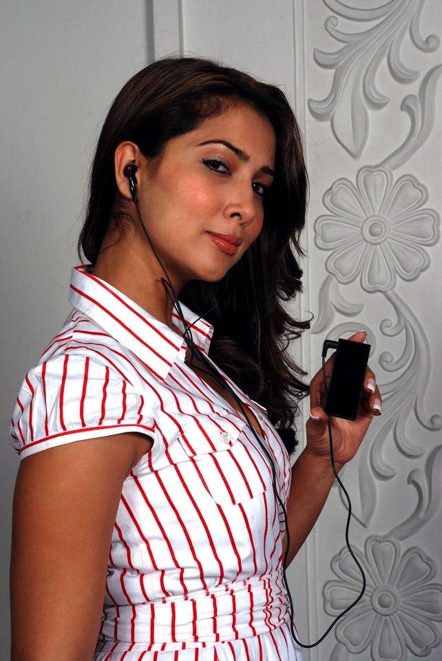 Kim Sharma Latest Hair Style Pics