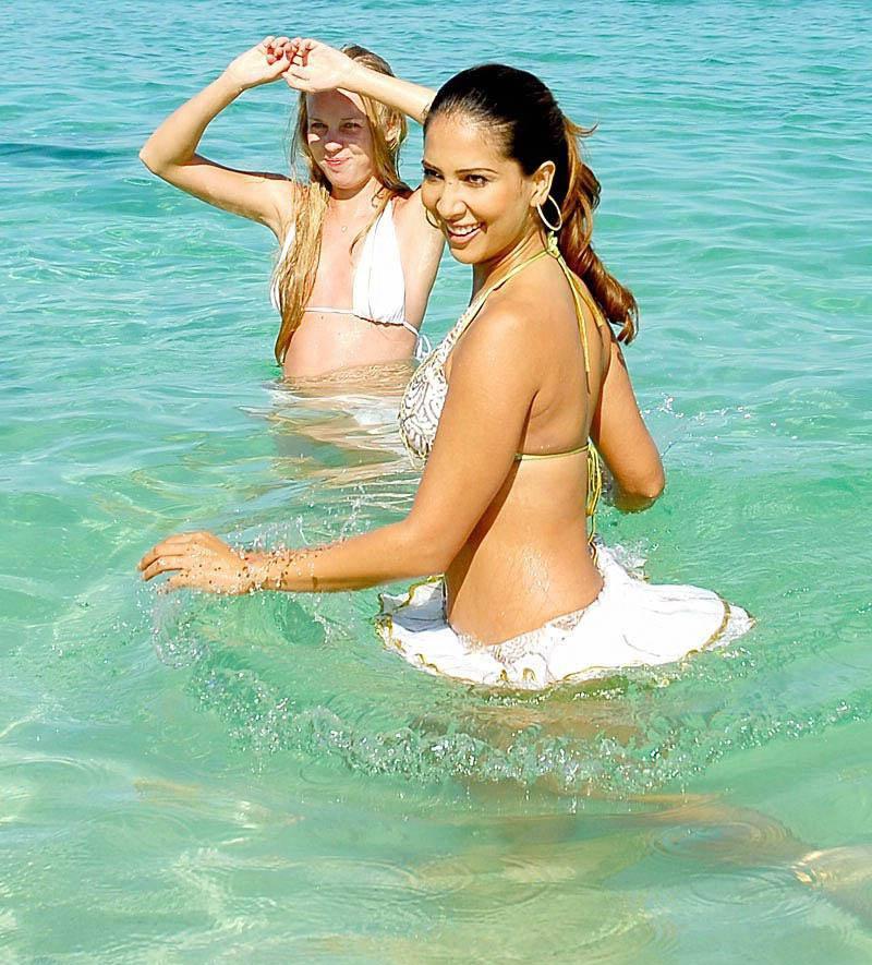 Kim Sharma Pics In Bikini