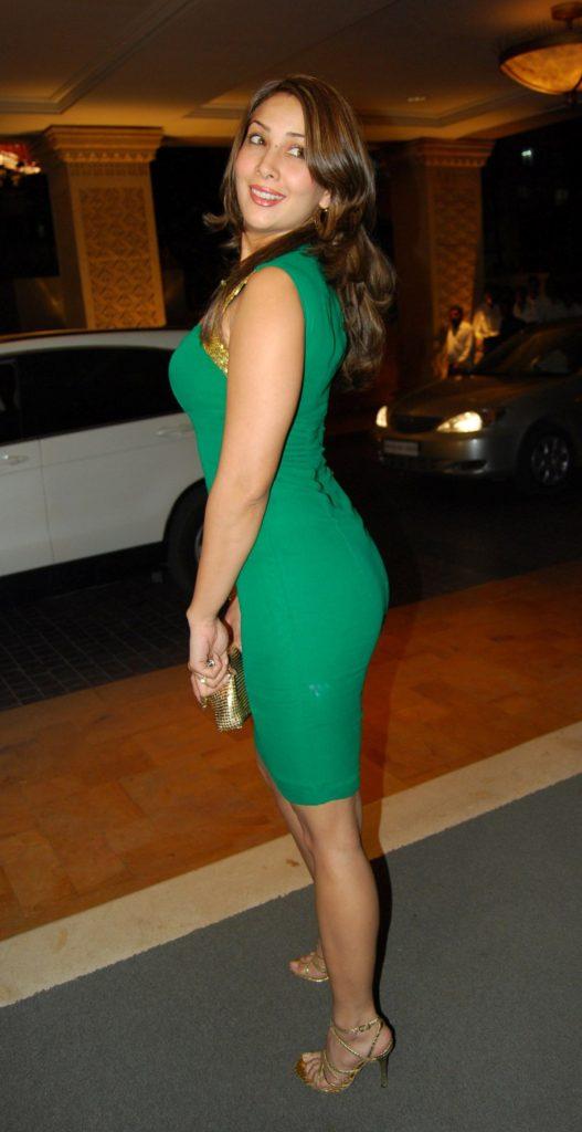 Kim Sharma Sexy Legs Pics