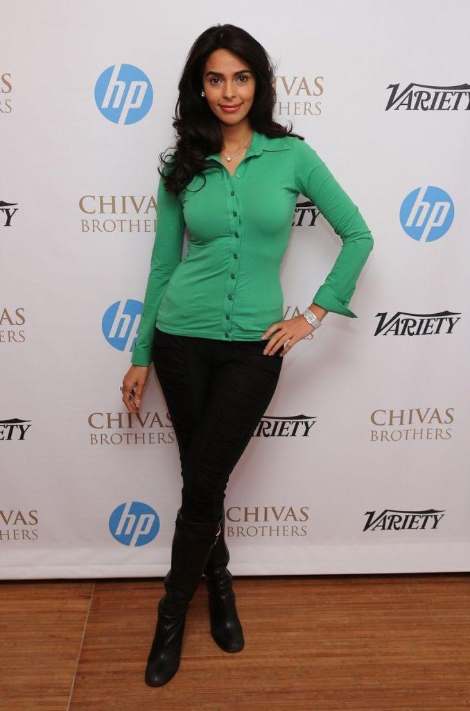 Mallika Sherawat Images At Award Show