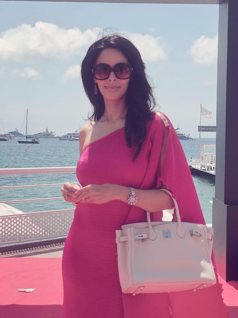 Mallika Sherawat New Look Photoshoots