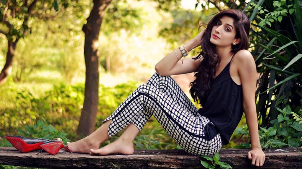 Mawra Hocane Hot In Jeans Top