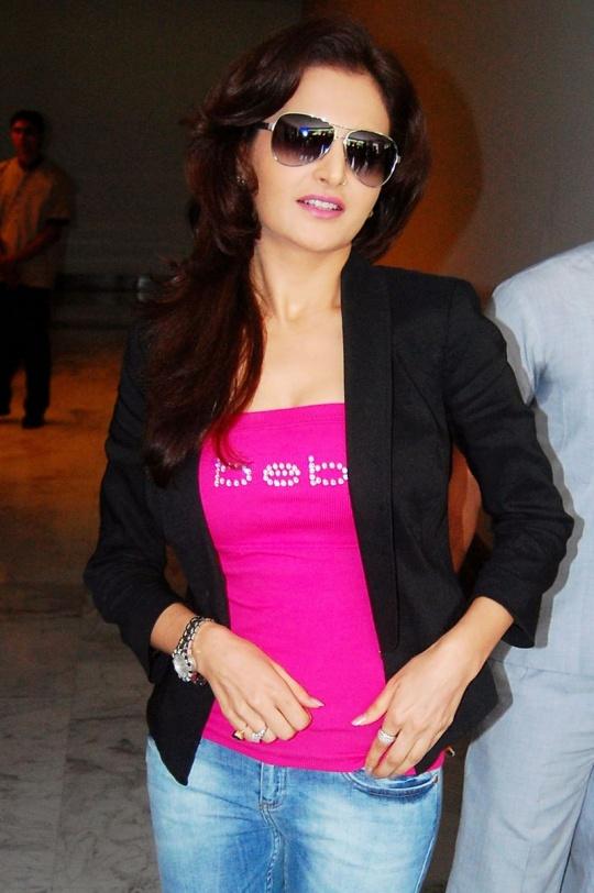 Monica Bedi Latest Hair Style Photos