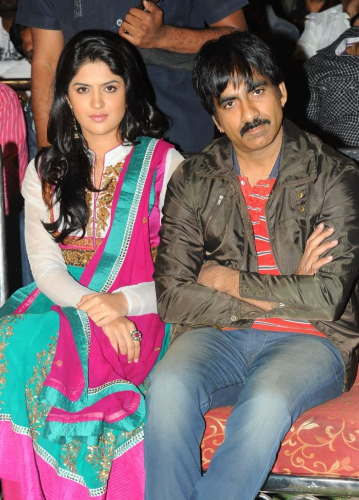 Ravi Teja Unseen Wallpapers With His Wife