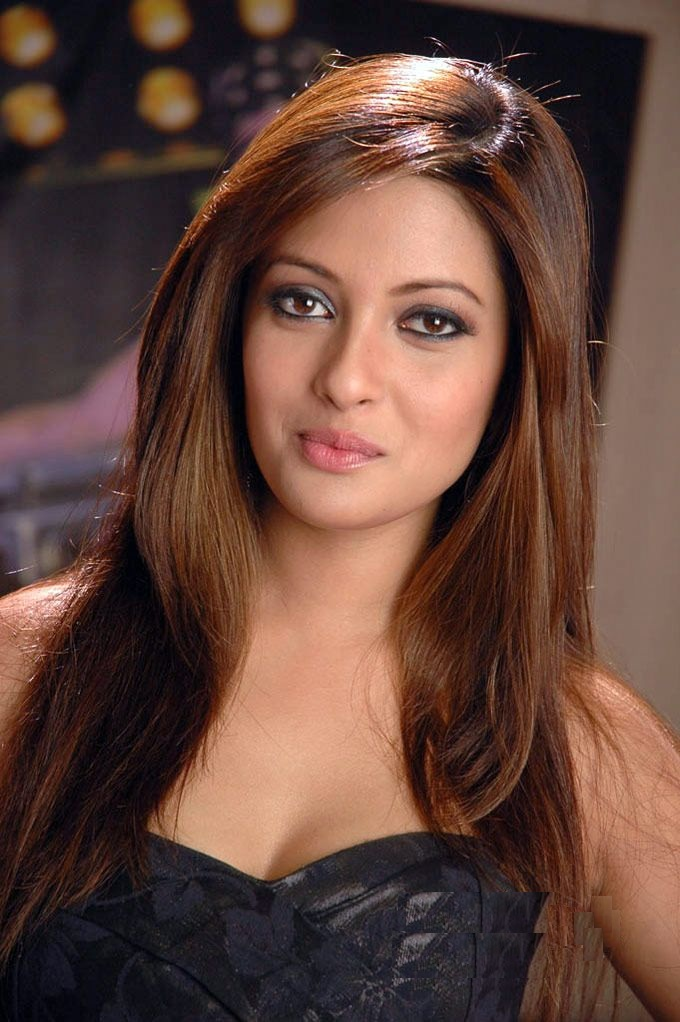 Riya Sen New Look Photos