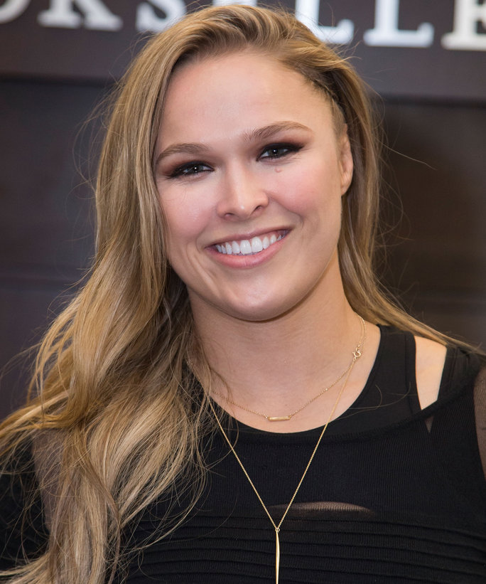 Ronda Rousey Sizzling Pictures At Award Show